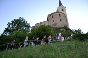 Ein magischer Ort mit herrlichem Panorama - die Kirche von Stein - und wie geschaffen als Erzählort für die Sage von der Heiligen Hildegard.
